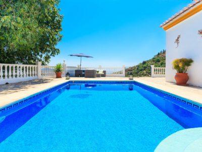 Vakantiehuis Villa Rosa Blanca in Nerja met zwembad